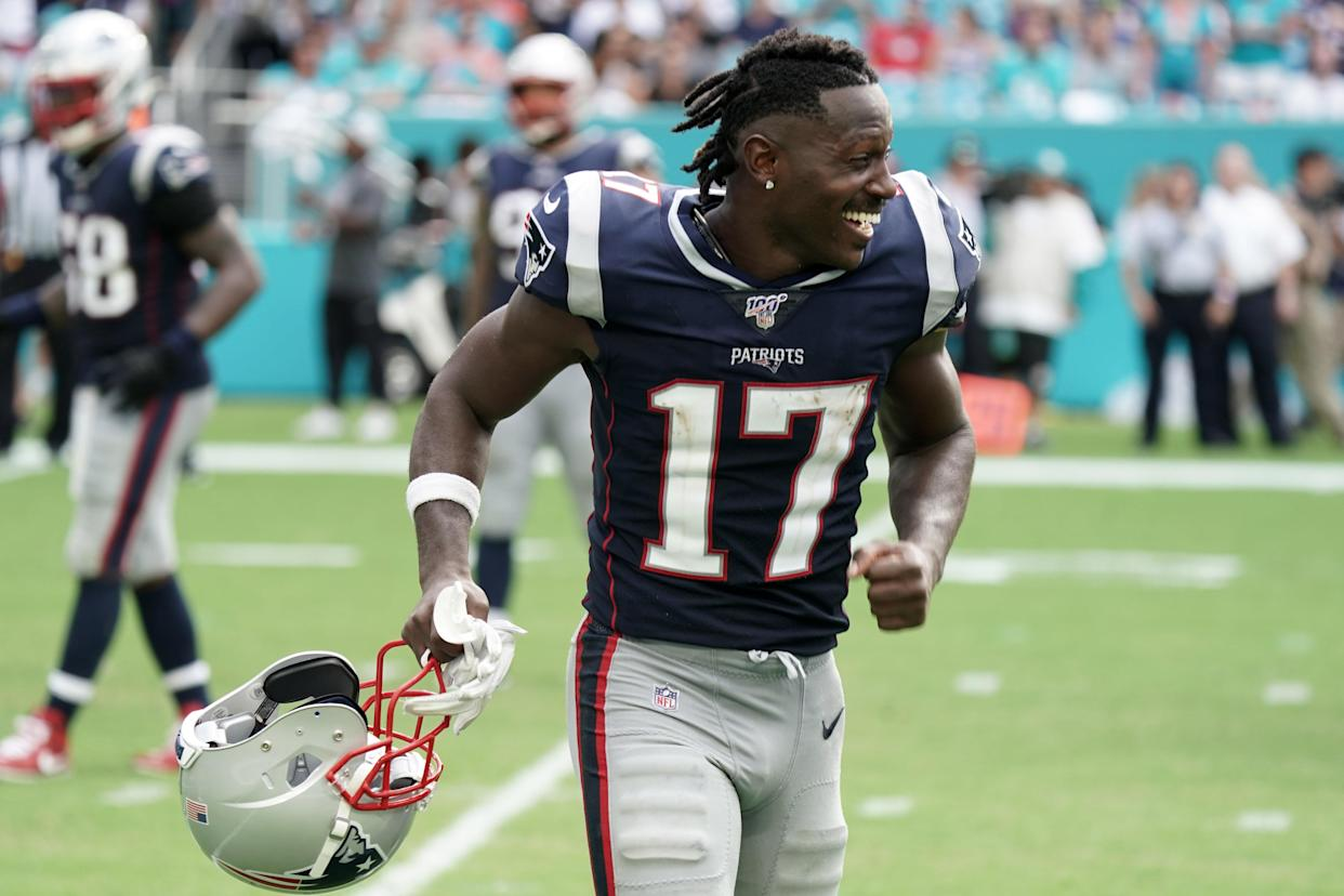 Antonio Brown's appearance at the Patriots against the Dolphins may prove beneficial to him in a lawsuit against New England. (USA TODAY Sports)
