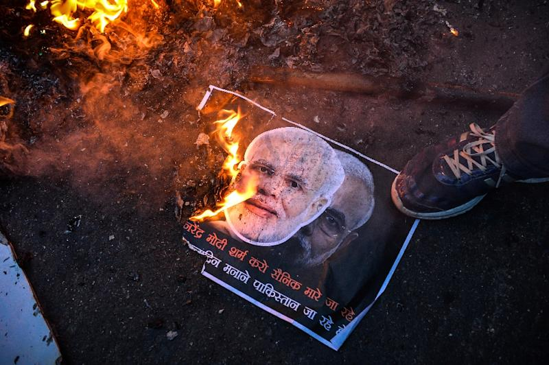 Activists of the Indian Youth Congress in New Delhi burn a poster of Indian Prime Minister Narendra Modi to protest his visit to Pakistan on December 25, 2015 (AFP Photo/Chandan Khanna)