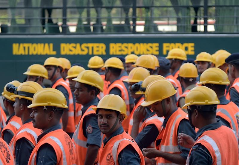 Indian National Disaster Response Force (NDRF) personnel prepare to be flown to Nepal to provide assistance, at the Netaji Subhash Chandra Bose International Airport in Kolkata on April 27, 2015 (AFP Photo/Dibyangshu Sarkar)