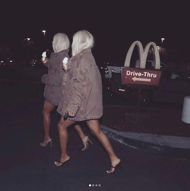 <p><strong>Photographer:</strong> American paparazzi<br><br><strong>Models:</strong> The Clermont Twins</p>
