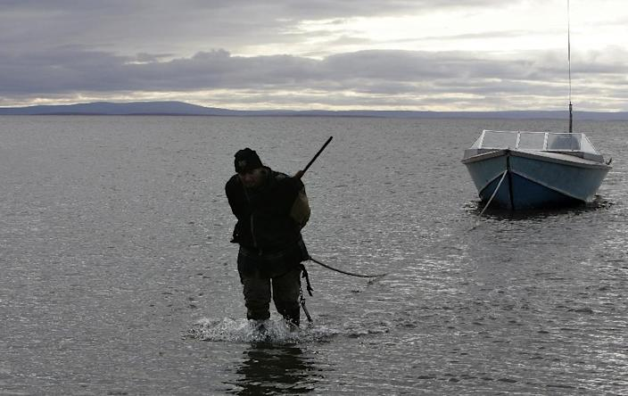 """US President Barack Obama has warned that melting glaciers in Alaska are threatening hunting and fishing """"upon which generations have depended for their way of life and for their jobs"""" (AFP Photo/Gabriel Bouys)"""