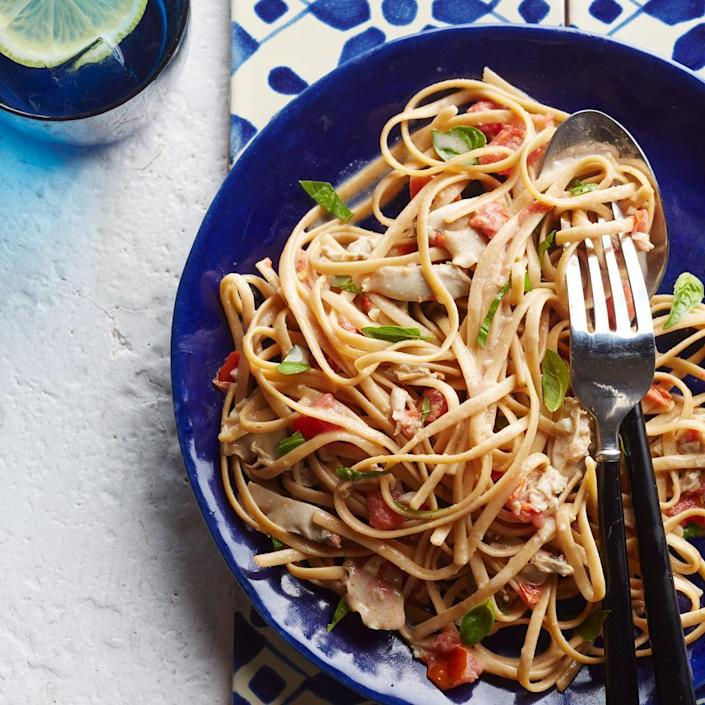 <p>Ripe tomato and fresh basil give this quick recipe tons of flavor. Serve this healthy pasta dinner with crusty garlic bread and steamed green beans.</p>