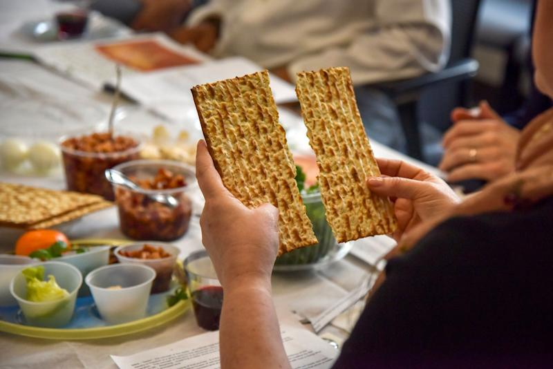 Rabbi Janet Ozur Bass breaks a piece of matzo at an Interfaith Passover seder on April 24, 2019, in Rockville, Maryland. (Photo: Jahi Chikwendiu/The Washington Post via Getty Images)