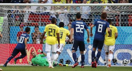 Soccer Football - World Cup - Group H - Colombia vs Japan - Mordovia Arena, Saransk, Russia - June 19, 2018 Japan's Shinji Kagawa scores their first goal from the penalty spot REUTERS/Ricardo Moraes