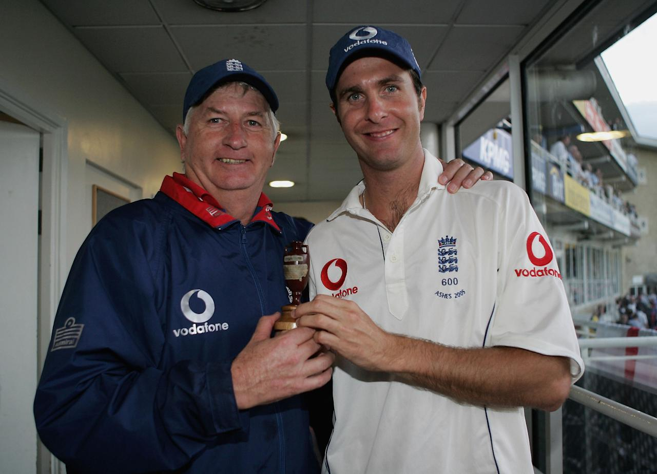 LONDON - SEPTEMBER 12: England coach Duncan Fletcher and captain Michael Vaughan pose with the Ashes urn during day five of the Fifth npower Ashes Test match between England and Australia at the Brit Oval on September 12, 2005 in London, England.  (Photo by Tom Shaw/Getty Images)