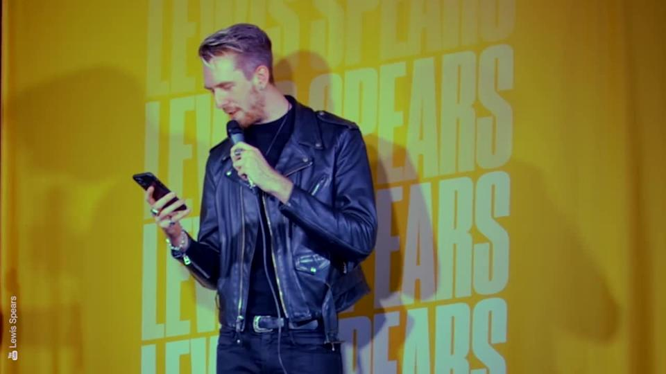 <p>Australian comedian Lewis Spears was just about to launch into a bit about the royal family when he learned of the Duke Edinburgh's passing thanks to a well-timed heckle.</p> <p></p> <p>Credit: Lewis Spears via Youtube</p>