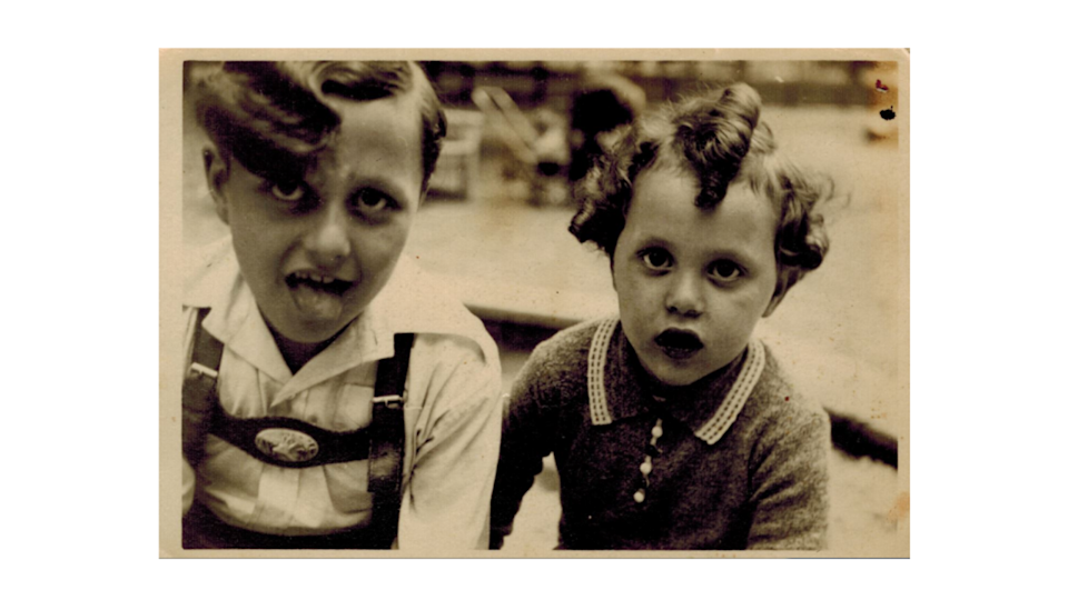 Manfred Goldberg with his younger brother Herman before the war. (Holocaust Educational Trust)