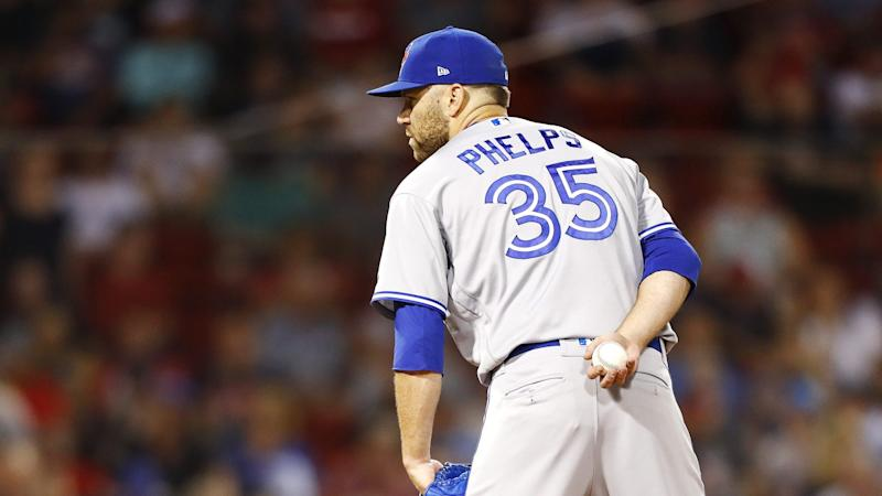 Cubs acquire reliever Phelps from Blue Jays