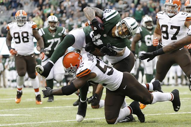 New York Jets tight end Kellen Winslow (81) is tackled by Cleveland Browns' D'Qwell Jackson (52) during the first half of an NFL football game on Sunday, Dec. 22, 2013, in East Rutherford, N.J. (AP Photo/Kathy Willens)