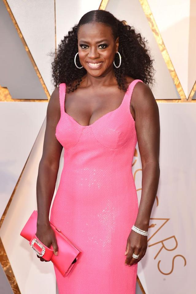 """<p>Viola Davis lit up the <a rel=""""nofollow"""" href=""""https://www.goodhousekeeping.com/life/entertainment/news/g5165/oscars-red-carpet-couples/"""">Oscars red carpet</a> when she stepped out in this hairstyle. With half of her hair smoothed down and pulled back, she let her gorgeous curls flow down her shoulders. </p>"""