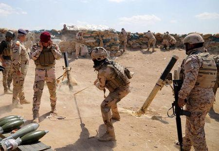 Iraqi army soldiers fire a mortar during clashes with Islamic State militants in the Karma district of Anbar province