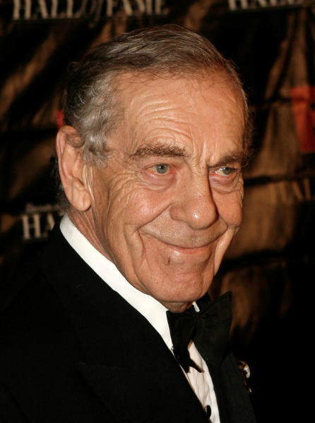 "FILE - In this Oct. 21, 2008 file photo, news correspondent Morley Safer arrives at the Broadcasting and Cable Hall of Fame Awards in New York. CBS News paid tribute to late ""60 Minutes"" reporter Morley Safer on Thursday, Sept. 15, 2016, with some New Orleans jazz from Wynton Marsalis and a letter from the prime minister of his native Canada. Safer died May 19 at age 84, eight days after CBS announced his retirement and four days after ""60 Minutes"" aired a special about his work during more than 50 years at CBS. (AP Photo/Seth Wenig, file)"