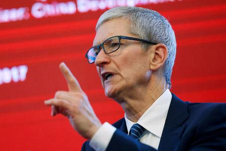 Apple CEO Tim Cook attends the China Development Forum in Beijing, China, March 18, 2017.  REUTERS/Thomas Peter