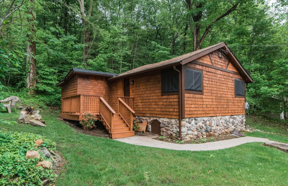 """<h3><a href=""""https://www.airbnb.com/rooms/43383111"""" rel=""""nofollow noopener"""" target=""""_blank"""" data-ylk=""""slk:Lake Hopatcong Getaway Cabin"""" class=""""link rapid-noclick-resp"""">Lake Hopatcong Getaway Cabin</a></h3><br>""""The house is simple, open, and cozy. Enjoy coffee on the porch or the patio, a warm fire in the fire pit, or relax in the living room with exposed ceilings.""""<br><br><strong>Location: </strong>Jefferson, New Jersey<br><strong>Sleeps: </strong>4<br><strong>Price Per Night: </strong>$68<br><strong>Price Per Month: </strong>$2,158<h3><a href=""""https://www.airbnb.com/rooms/43383111"""" rel=""""nofollow noopener"""" target=""""_blank"""" data-ylk=""""slk:"""" class=""""link rapid-noclick-resp""""><br></a></h3><span class=""""copyright"""">Photo: Courtesy of Airbnb.</span>"""