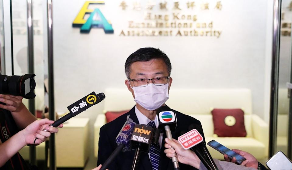So Kwok-sang speaks to the press after the Education Bureau asked the exam authority to scrap a question in the Diploma of Secondary Education history exam. Photo: Sam Tsang