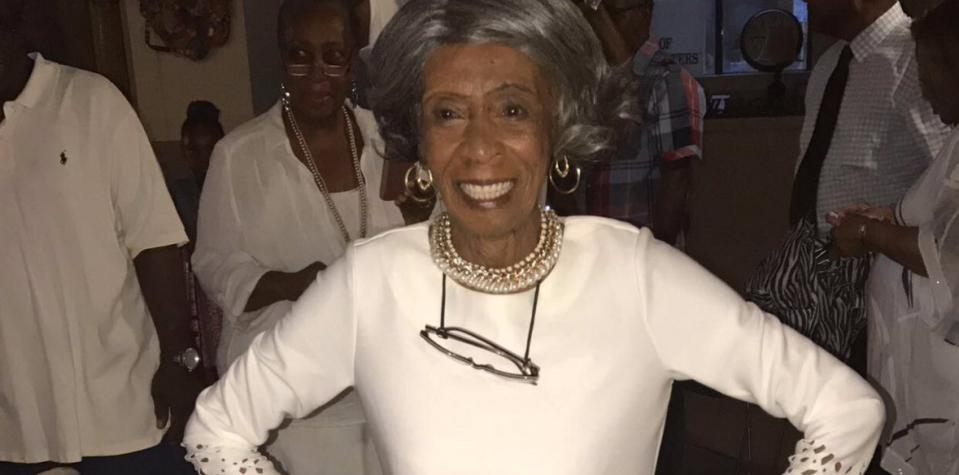 This gorgeous great-grandma looked fabulous at her 100th birthday party. (Photo: Twitter)