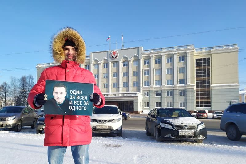 Supporters of Alexei Navalny hold a protest in Izhevsk