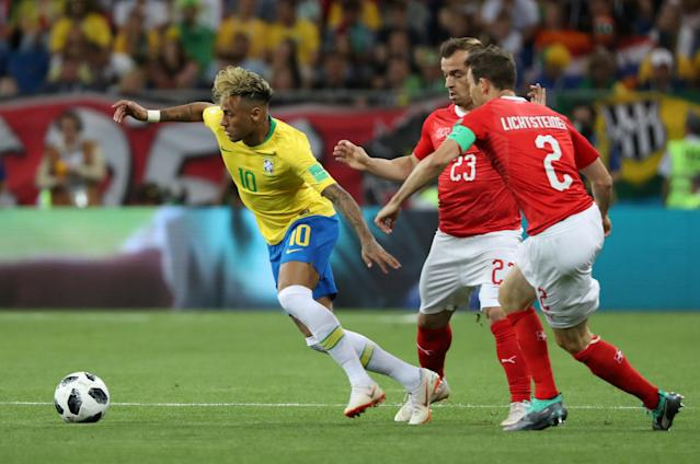 Soccer Football - World Cup - Group E - Brazil vs Switzerland - Rostov Arena, Rostov-on-Don, Russia - June 17, 2018 Brazil's Neymar in action with Switzerland's Xherdan Shaqiri and Stephan Lichtsteiner REUTERS/Marko Djurica