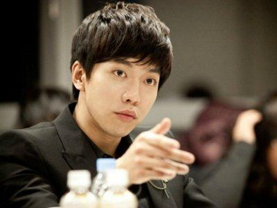 Lee Seung-gi's fans treats crew to bento lunch