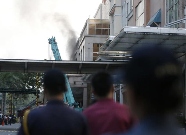 <p>Security watch as smoke comes out a hotel at the Resorts World Manila complex, early Friday, June 2, 2017, in Manila, Philippines. (Photo: Aaron Favila/AP) </p>