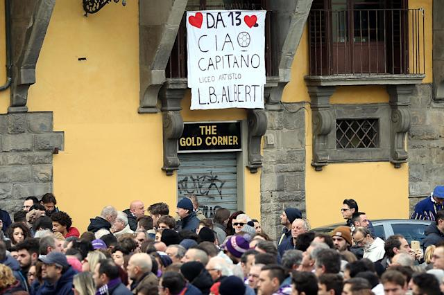 <p>Fans mourn the loss of the Fiorentina skipper </p>