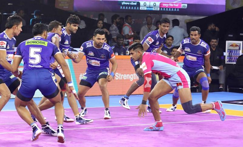 Haryana Steelers in action against Jaipur Pink Panthers in the Pro Kabaddi.
