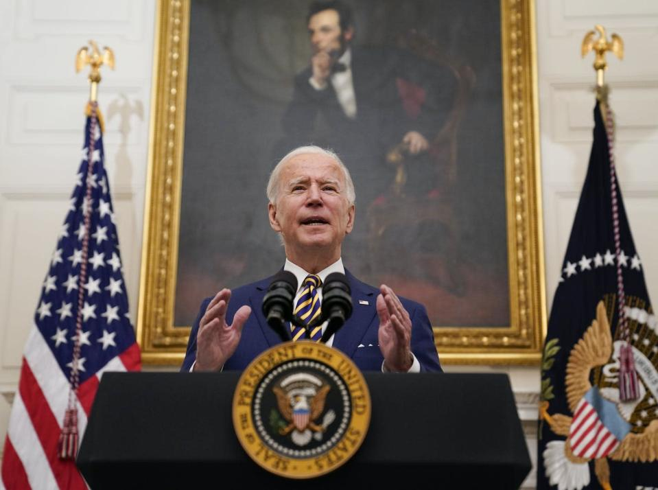 """<span class=""""caption"""">Biden has made fixing the economy one of his top priorities. </span> <span class=""""attribution""""><a class=""""link rapid-noclick-resp"""" href=""""https://newsroom.ap.org/detail/Biden/64002a97aea34463aaf8c0e86eb7ee2b/photo?Query=biden%20AND%20economy&mediaType=photo&sortBy=arrivaldatetime:desc&dateRange=Anytime&totalCount=303&currentItemNo=14"""" rel=""""nofollow noopener"""" target=""""_blank"""" data-ylk=""""slk:AP Photo/Evan Vucci"""">AP Photo/Evan Vucci</a></span>"""