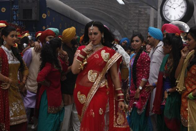 Watch Ajay Devgn wooing Sonakshi in this song from 'Son Of Sardaar'
