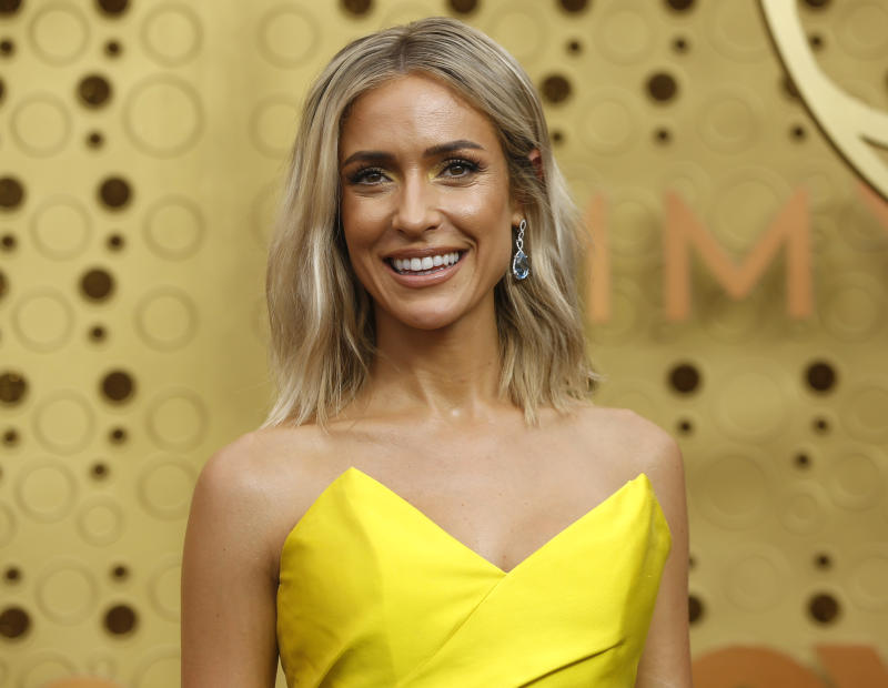Kristin Cavallari clarifies relationship status after she's photographed kissing Jeff Dye.