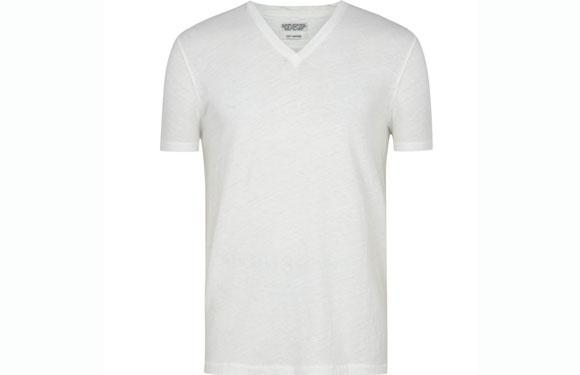 <strong>2. V-neck T-shirts</strong>: <br />Want to flash your manly cleavage and hairy/waxed chest to the ladies? Want to get smacked across the face? Wearing apparels that are usually adorned by the fairer sex isn't being metrosexual. Guys, save the V-necks for the ladies and sober up.
