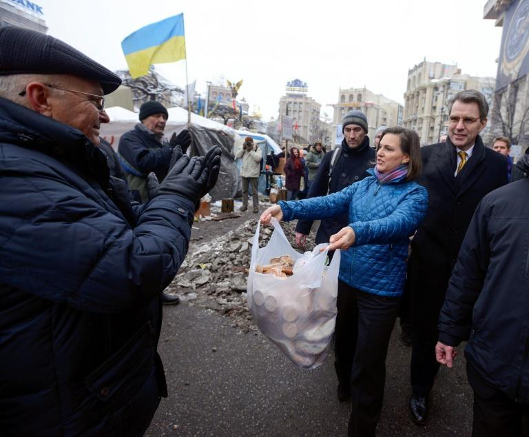 Victoria Nuland, who has been named for another top State Department position, distributing cakes to protesters on Independence Square in Kiev in December 2013