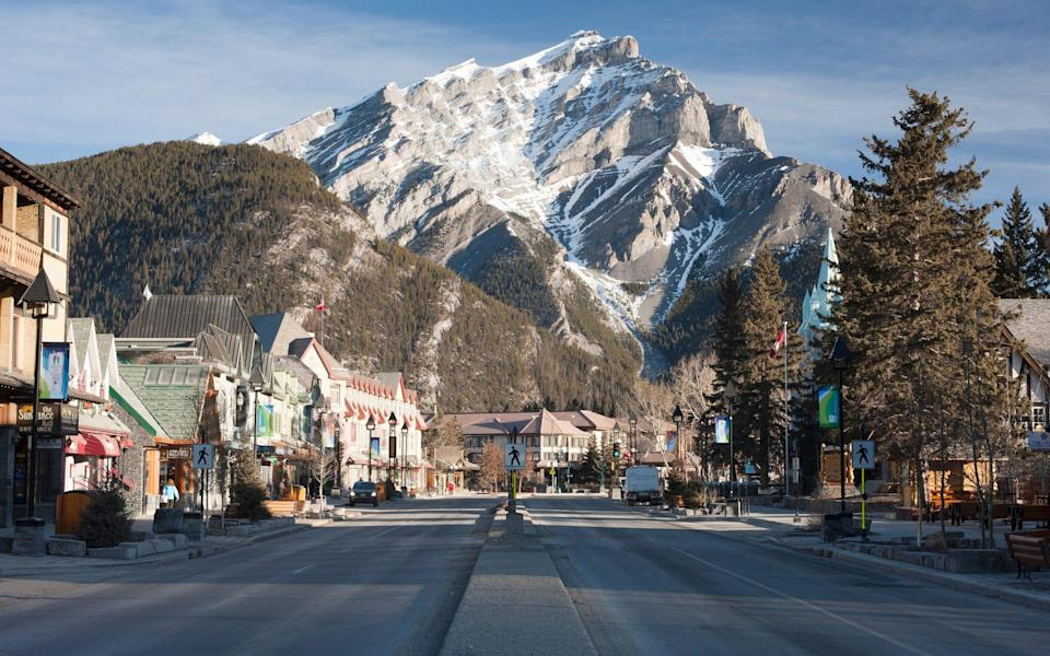 Early morning in the town of Banff, Banff National Par - David Clapp /Stone RF