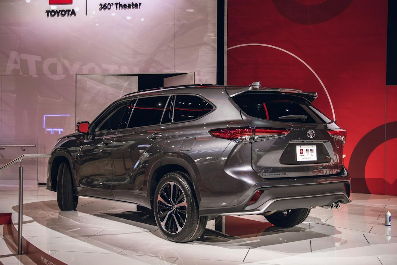 view photos of the 2021 toyota highlander xse