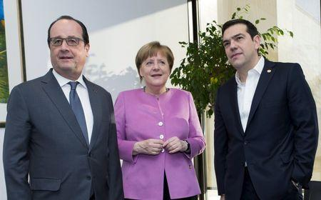 French President Francois Hollande talks with German Chancellor Angela Merkel and Greek Prime Minister Alexis Tsipras during a European Union leaders summit in Brussels