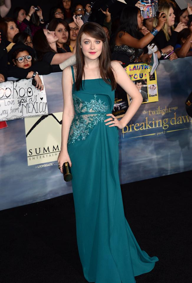 """Dakota Fanning arrives at the premiere of Summit Entertainment's """"The Twilight Saga: Breaking Dawn - Part 2"""" at Nokia Theatre L.A. Live on November 12, 2012 in Los Angeles, California.  (Photo by Michael Buckner/Getty Images)"""