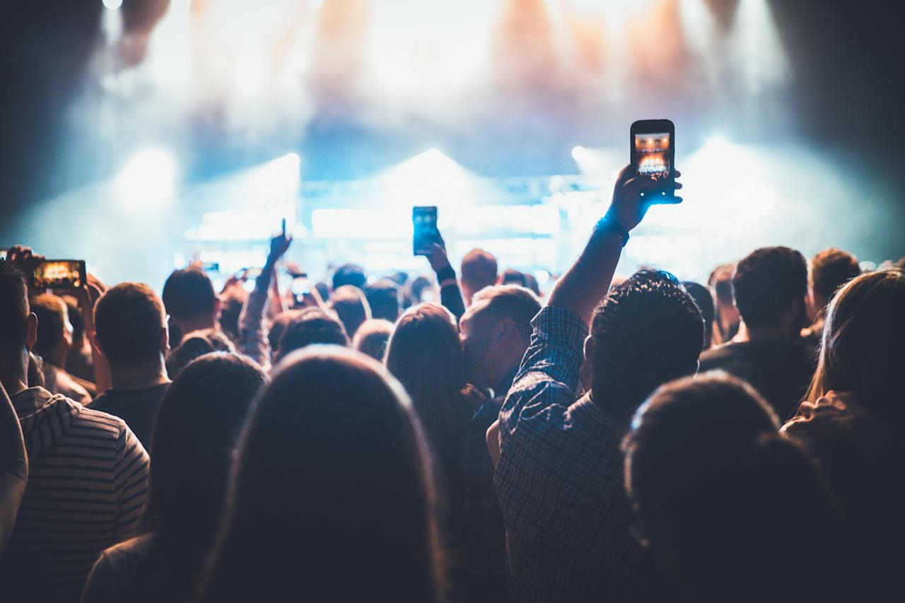 It's the biggest bugbear for most concertgoers: fellow music fans holding up their phones through the whole performance, blocking the view while they snap blurry pictures or capture shaky video of the gig instead of just enjoying the band.