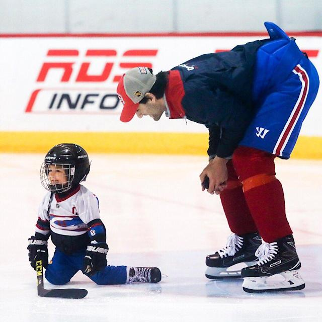 "<em><a class=""link rapid-noclick-resp"" href=""/nhl/players/4261/"" data-ylk=""slk:Max Pacioretty"">Max Pacioretty</a> plays with his son Enzo at Canadiens practice. Photo: John Mahoney/Twitter: @mahoneygazette</em>"
