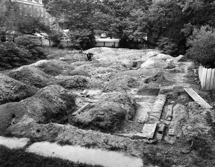 The 1957 archaeological excavation at the site of First Baptist Church's original permanent structure on South Nassau Street in Williamsburg, Va. This year, a partnership led by First Baptist Church and Colonial Williamsburg has resumed archaeological investigation of the site. (Colonial Williamsburg)