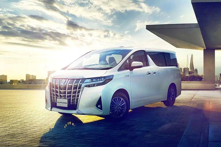 toyota-alphard-front-angle-low-view-556450