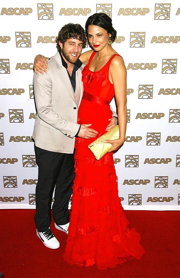 """American Idol's"" Elliott Yamin proudly shows off his gorgeous date on the red carpet before performing his hit single ""Wait For You."" Jeffrey Mayer/<a href=""http://www.wireimage.com"" target=""new"">WireImage.com</a> - April 9, 2008"