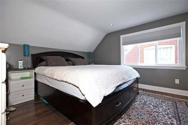 "<p><a href=""https://www.zoocasa.com/toronto-on-real-estate/5023112-89-charleswood-dr-toronto-on-m3h1x5-c4016003"" rel=""nofollow noopener"" target=""_blank"" data-ylk=""slk:89 Charleswood Dr., Toronto, Ont."" class=""link rapid-noclick-resp"">89 Charleswood Dr., Toronto, Ont.</a><br> There are two bedrooms upstairs in the home, and another in the finished basement.<br> (Photo: Zoocasa) </p>"
