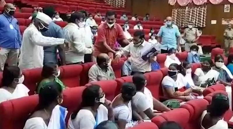 Andhra Pradesh: Guntur District Collector Orders Arrest of Medical Officer for Questioning Him During COVID-19 Review Meeting
