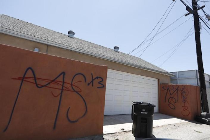 NORTH HOLLYWOOD, CA - JULY 17, 2019 - - MS-13 graffiti was tagged on a wall in an alley off Vanowen Street in North Hollywood on July 17, 2019. Several gruesome slayings have been attributed to the Fulton clique of MS-13 in North Hollywood in the last two years according to an indictment unsealed Tuesday that charged 22 members of the gang. (Photo By Genaro Molina / Los Angeles Times)