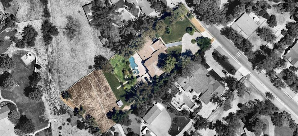 The 1.18-acre estate in Hidden Hills has a sunken dining area, a lagoon-style swimming pool and a fenced pasture.