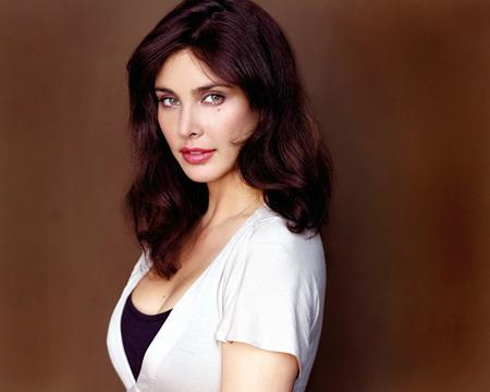 Lisa Ray : India went into a shock when she declared that she has got multiple myeloma. But thanks to a successful stem cell therapy, she is back on her feet again. Lisa has devoted her life to cancer awareness.