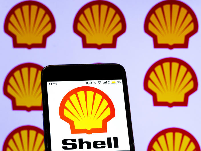 UKRAINE - 2021/01/27: In this photo illustration a Royal Dutch Shell logo seen displayed on a smartphone screen. (Photo Illustration by Igor Golovniov/SOPA Images/LightRocket via Getty Images)