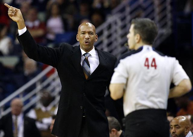 New Orleans Pelicans head coach Monty Williams, left, reacts during the first half of the NBA basketball game against the Golden State Warriors in New Orleans, Saturday, Jan. 18, 2014. (AP Photo/Jonathan Bachman)