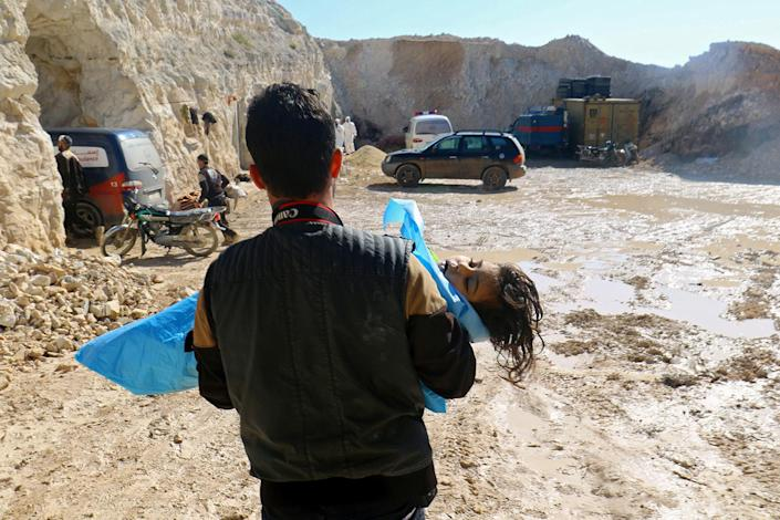 <p>A man carries the body of a dead child, after what rescue workers described as a suspected gas attack in the town of Khan Sheikhoun in rebel-held Idlib, Syria, April 4, 2017. (Ammar Abdullah/Reuters) </p>