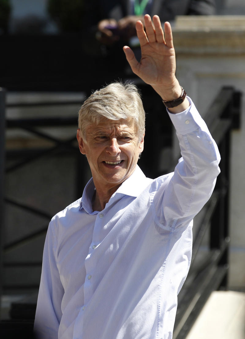 Wenger signs new 3-year deal at Arsenal