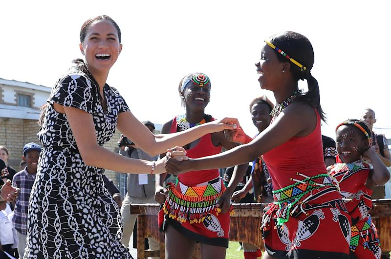 CAPE TOWN, SOUTH AFRICA - SEPTEMBER 23: Meghan, Duchess of Sussex dances as she visits a Justice Desk initiative in Nyanga township, with Prince Harry, Duke of Sussex, during their royal tour of South Africa on September 23, 2019 in Cape Town, South Africa. The Justice Desk initiative teaches children about their rights and provides self-defence classes and female empowerment training to young girls in the community. (Photo by Chris Jackson/Getty Images)